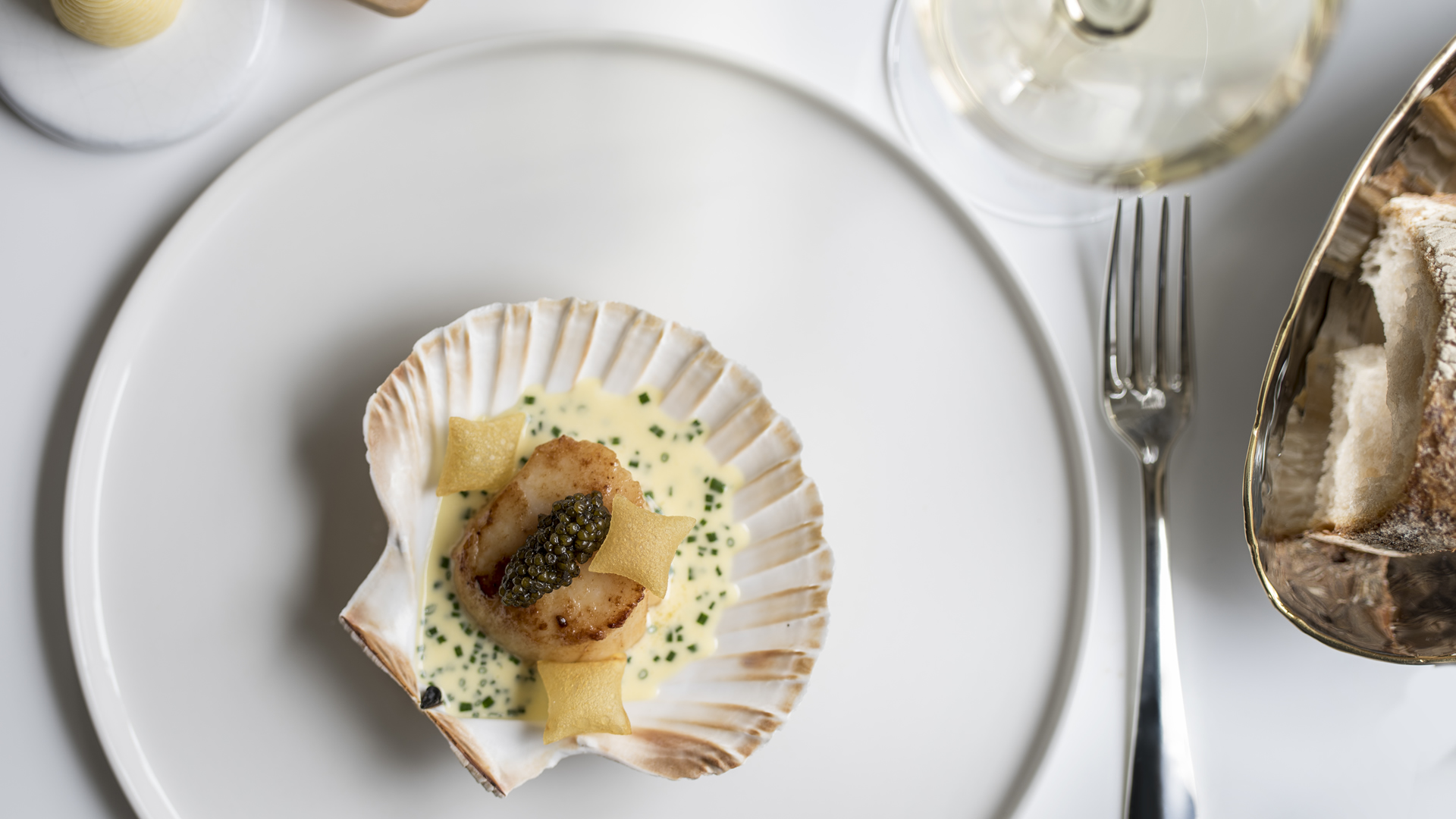 XL Orkney scallop, Ivy House farm butter, oscietra caviar_1920_1080